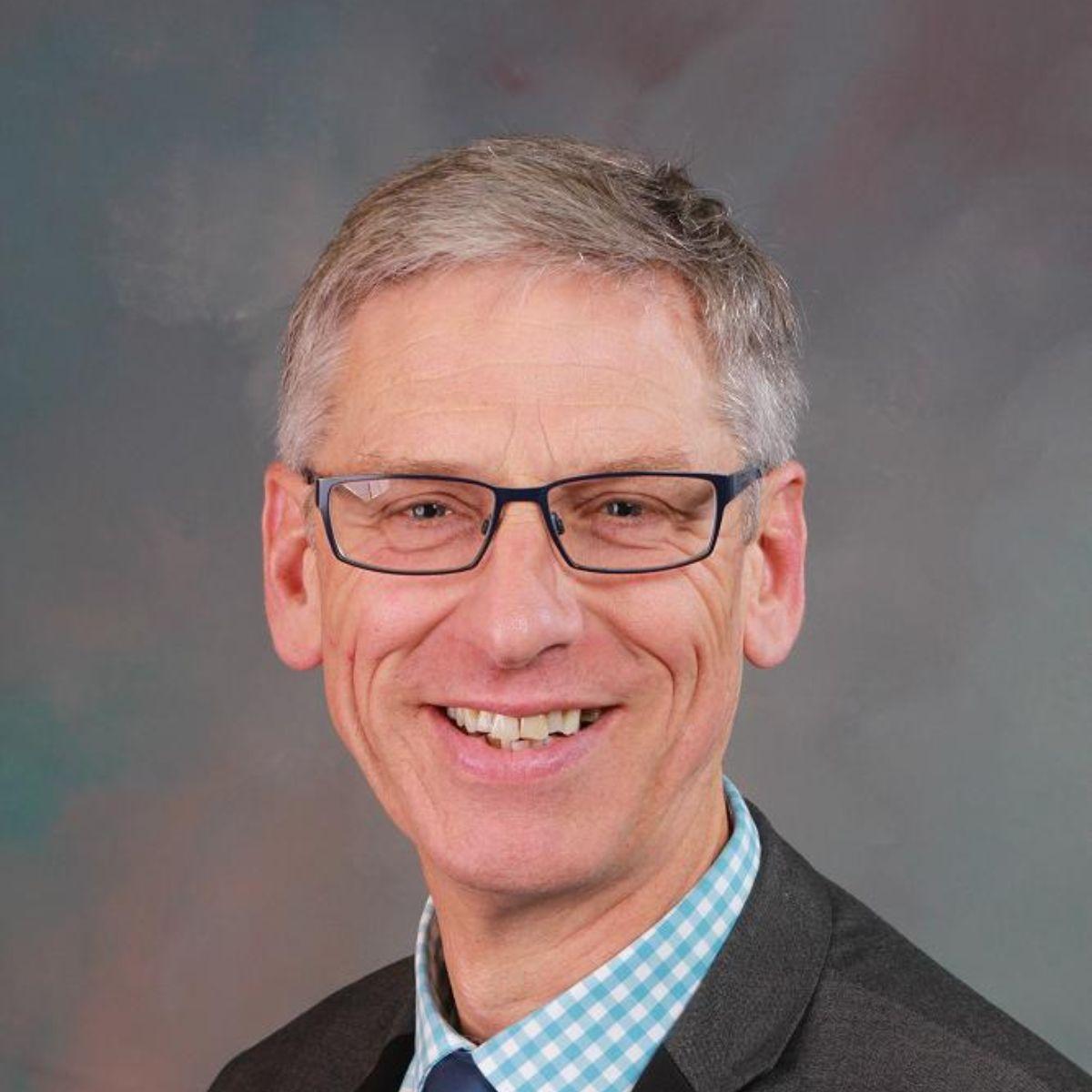 Mr R. Sutton
